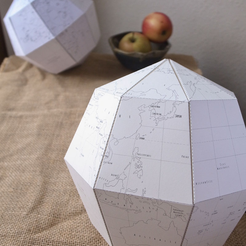 le paper globe un patron de globe terrestre en papier. Black Bedroom Furniture Sets. Home Design Ideas